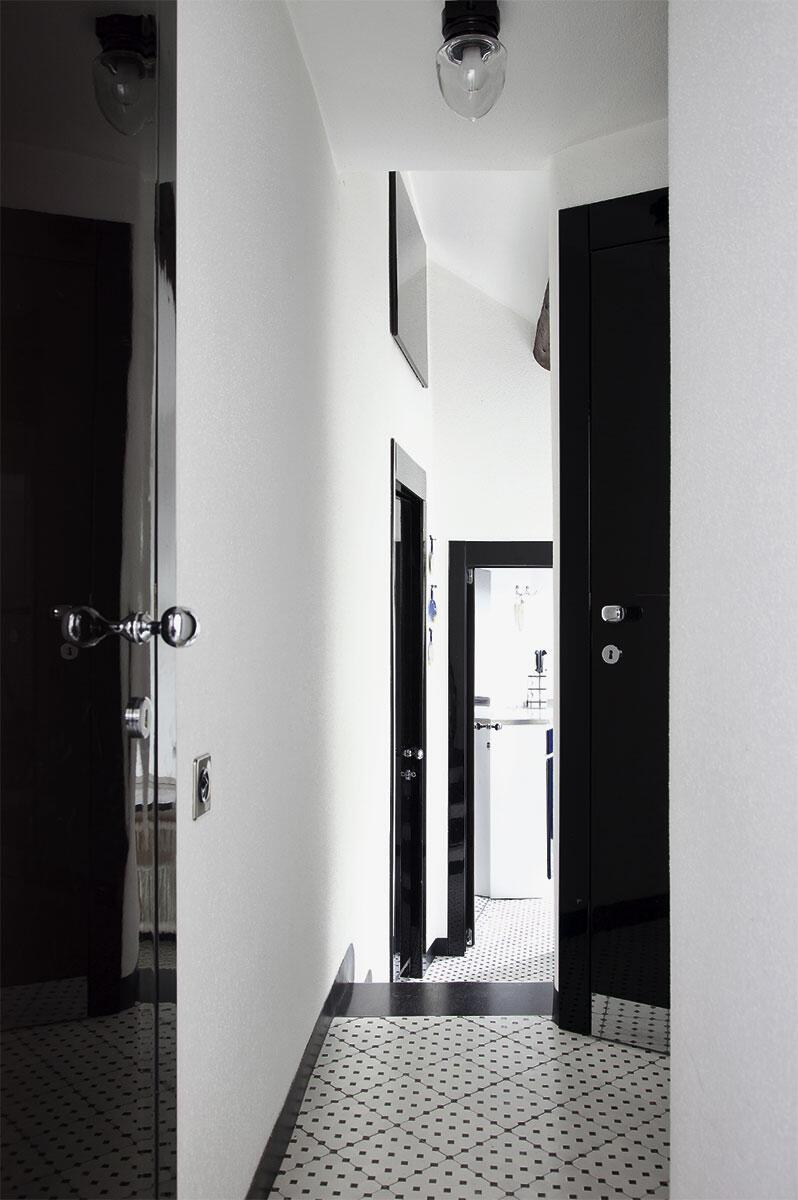 Caccias Wohnungsentwürfe umfassen auch Möblierungs- und Ausstattungselemente. Der Türgriff «Montecarlo» (oben) wurde 1975 für das Hochhaus Parc Saint Roman entwickelt und von Olivari produziert.