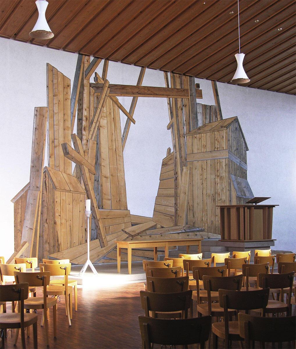 Durchbruch, 2001: Tannenholz bündig in die Wand eingelassen, Kunst am Bau, Neugestaltung der Stephanuskirche in Basel.
