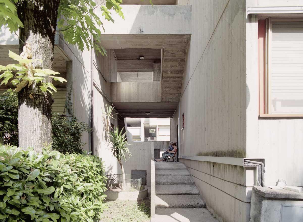 Schwellenraum und Begegnungsort: offenes Treppenhaus im Villaggio Matteotti in Terni Bild: Gaia Cambiaggi