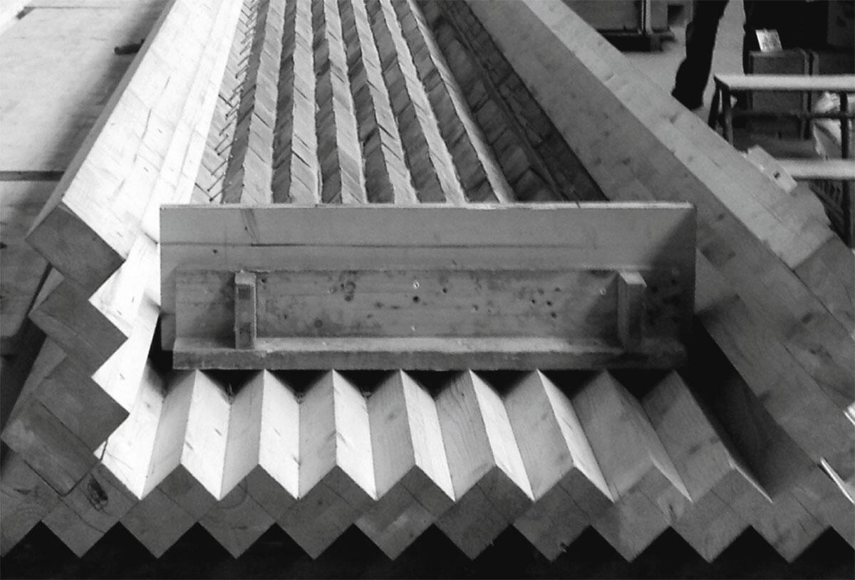 Schalung aus Kanthölzern für die Fassadenelemente am Schulhaus Kopfholz in Adliswil.