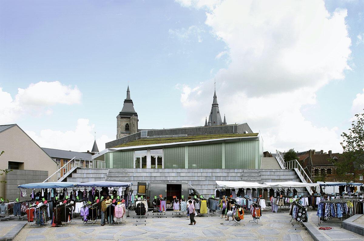Das Kulturzentrum ordnet sich der romanischen Stiftskirche und dem historischen Stadtkern unter.