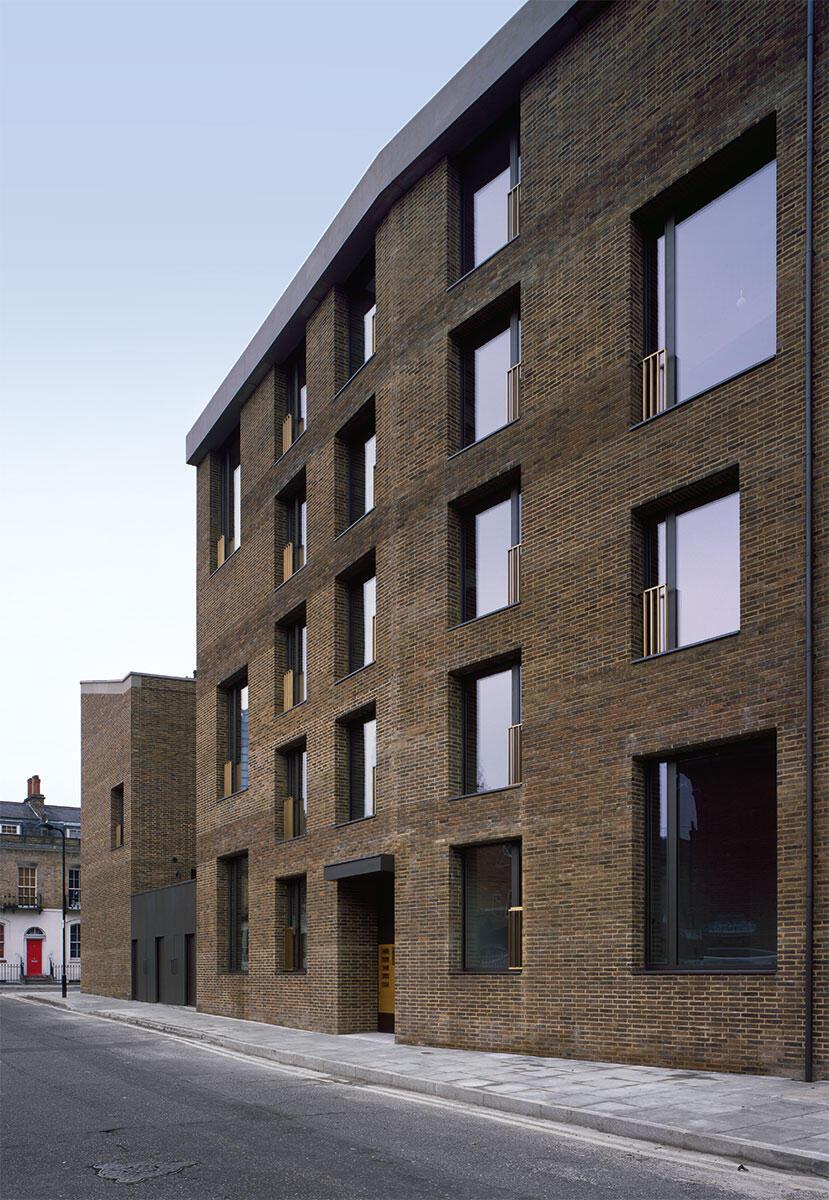 Zwei Baukörper, ein Apartmenthaus sowie drei Reihenhäuser führen die Qualitäten des georgianischen London weiter.