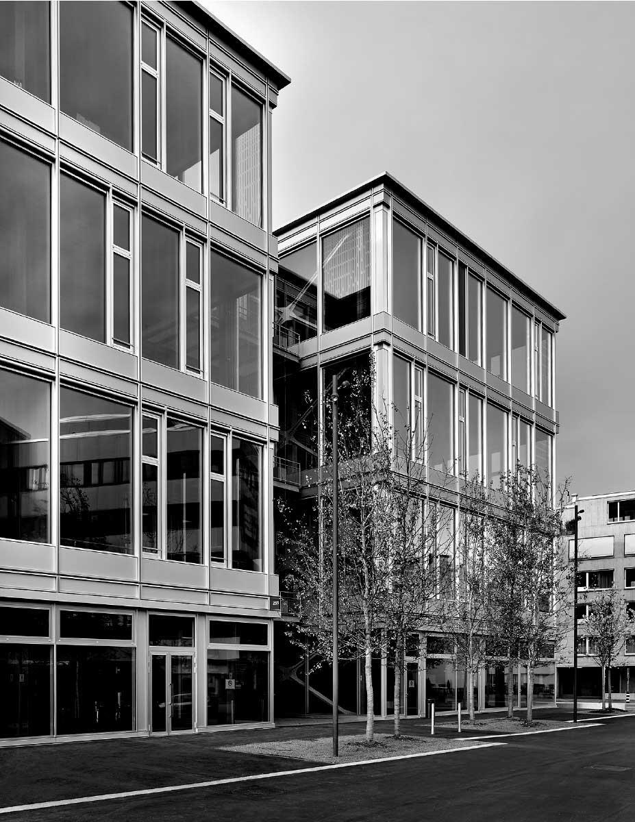 Die Fassadenabwicklung entstammt parametrischem Design: Ein Parameter war, dass genügend Tageslicht in den Innenraum gelangt. Bild: Seraina Wirz