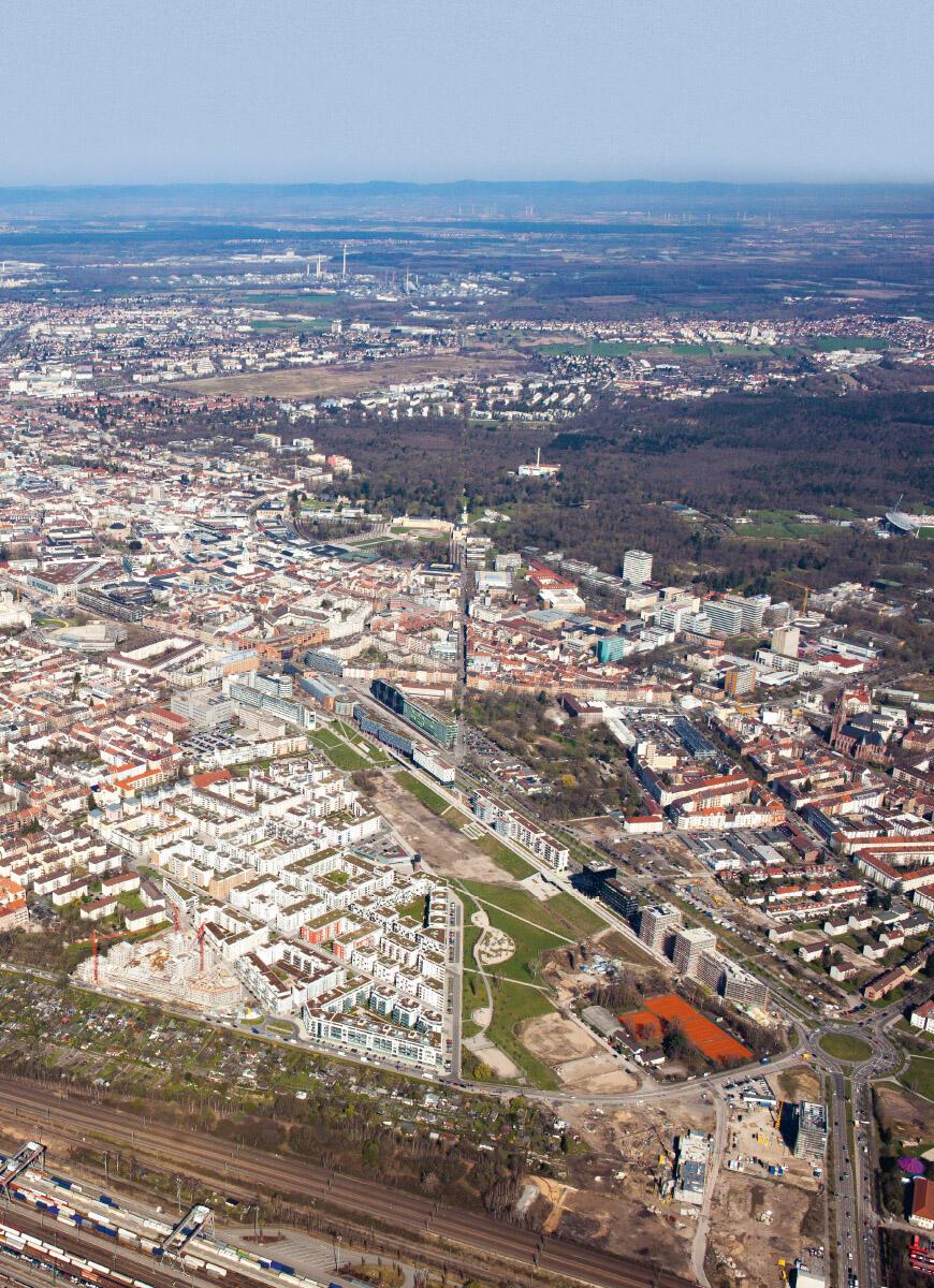 Mit dem City Park hat Karlsruhe ein neues Quartier gebaut, das wichtige Forderungen des Klimaanpassungsplans erfüllt: Dächer und Höfe der Wohnblöcke  und des Büroriegels sind bepflanzt, dazwischen liegt ein breiter Grünraum, über den ein Kaltluftstrom weit in die Stadt vor dringen kann. Bild: Geoplana