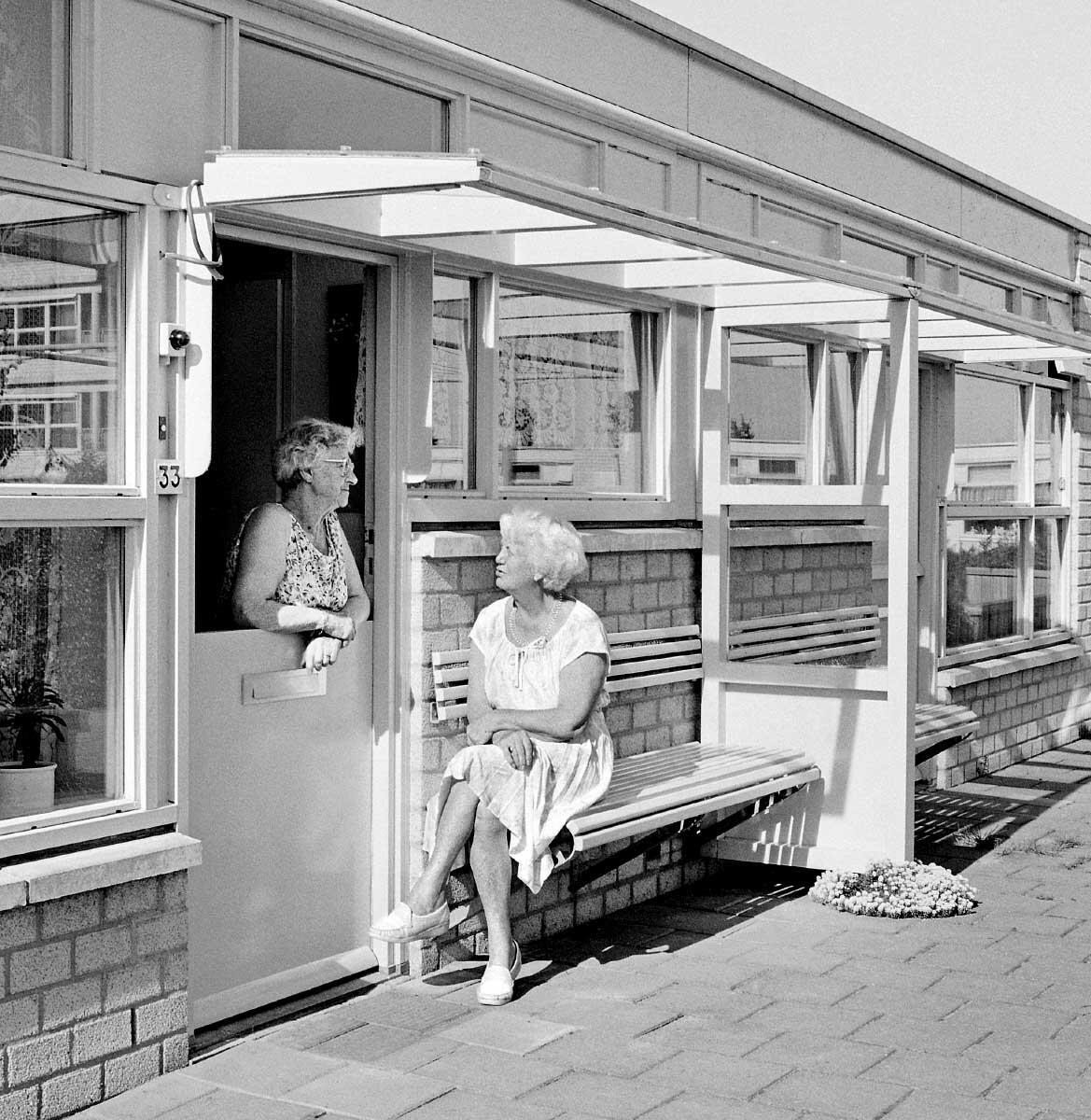In Gemeinschaft alt werden. Herman Hertzberger, Alterswohnen De Overloop, Almere Haven NL 1984  Bild: Klaus Kinold