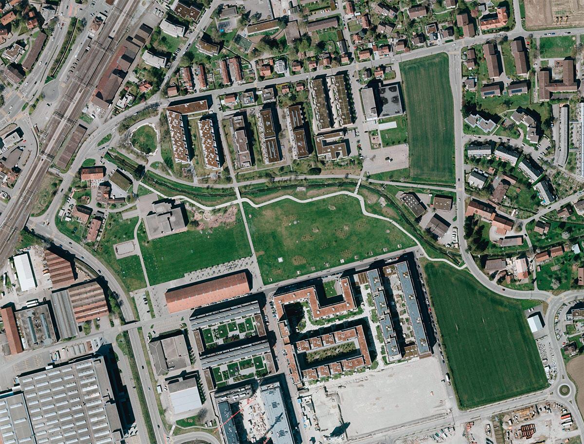 Der sechs Hektaren grosse Eulachpark (Landschaftsarchitektur: (Koepflipartner, Luzern) liegt mitten im Transformationsgebiet Oberwinterthur-Neuhegi. Bild: Amt für Raumentwicklung des Kantons Zürich, Abteilung Geoinformation