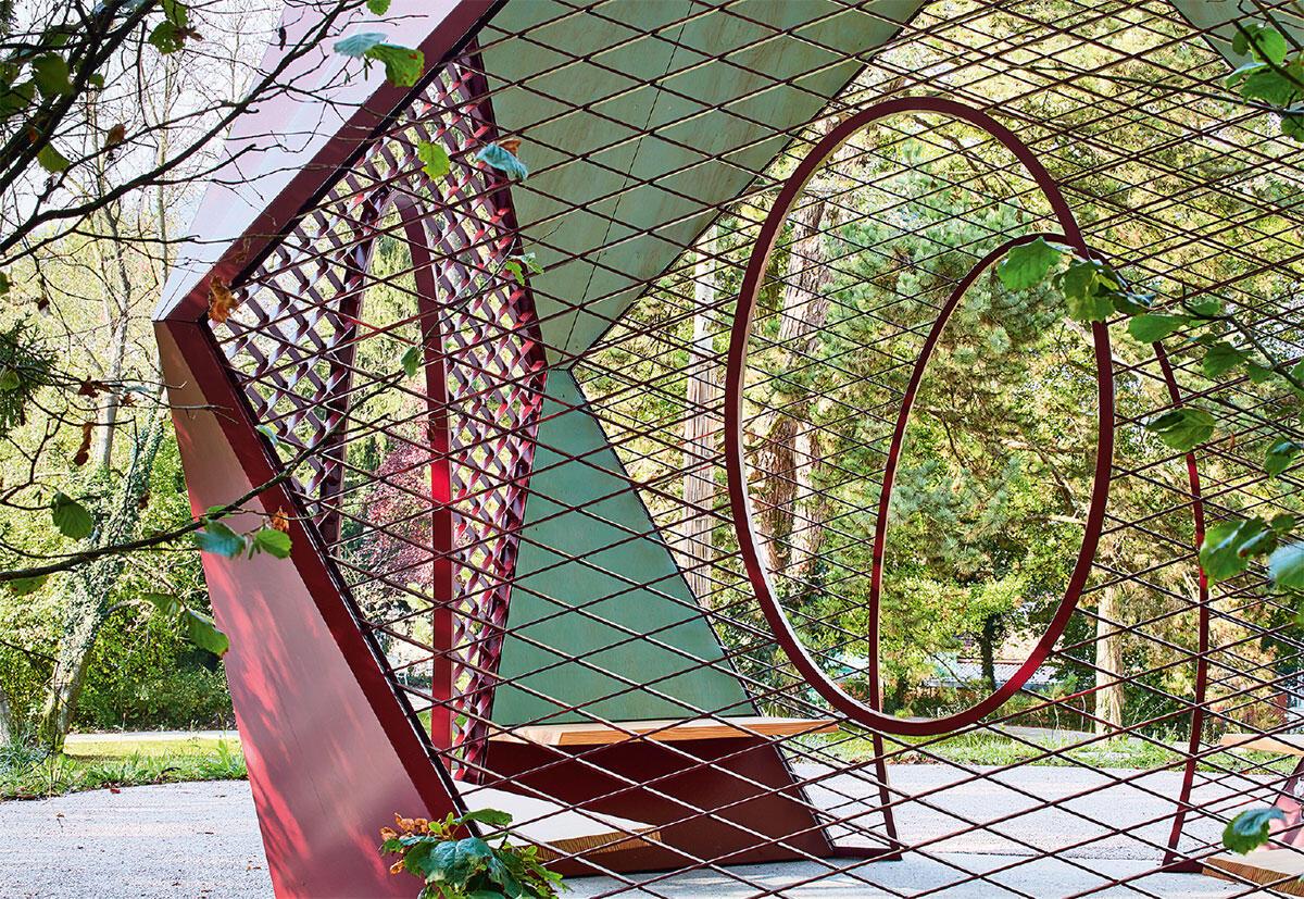 Au pavillon d'été, l'ambiance n'est pas un résultat, il s'agit plutôt d'une matière première de projet. L'ambiance est le témoin d'un précieux équilibre entre contexte, matérialité et perception: la consciente expérience du proche et du lointain. Bild: José Hevia