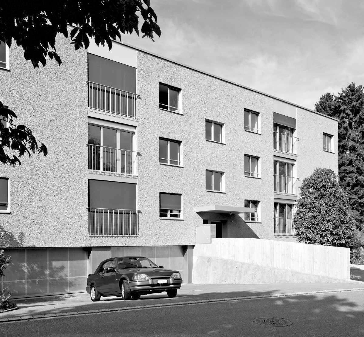 Die Durchschnittsarchitektur der Umgebung veranlasste die Architektinnen, dem Bau ein neues, auf der Kraft des Materials fussendes Gepräge zu geben. Bild: Angelo Ressegatti