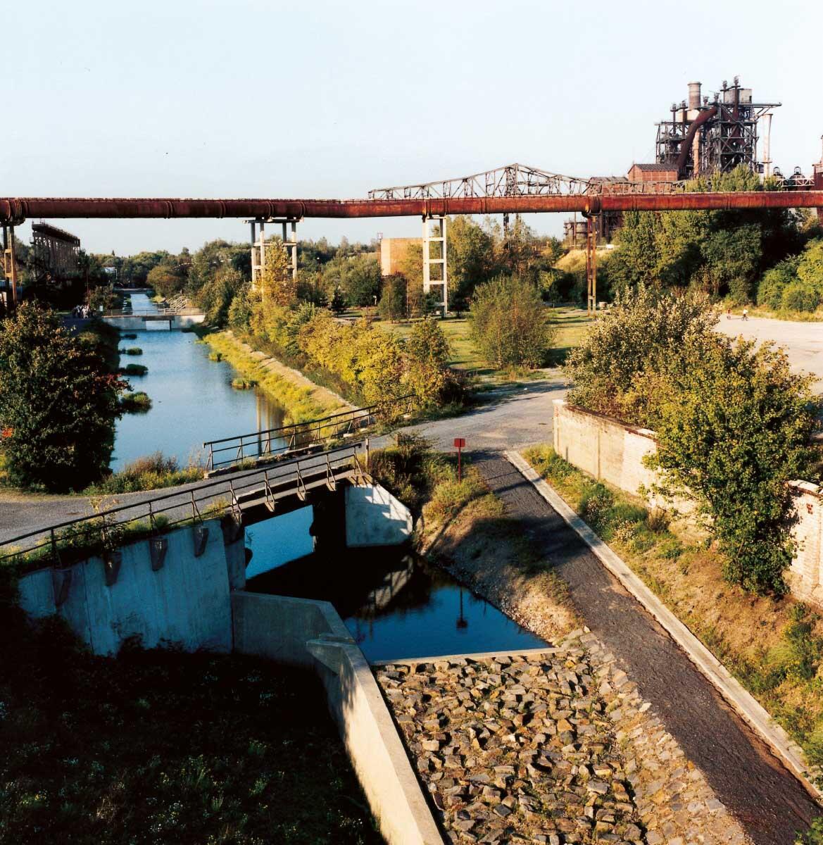 Der Fluss Emscher, einst ein Abwasserkanal, durch die IBA rehabilitiert und als Flussraum erlebbar gemacht. Bild: Peter Liedtke