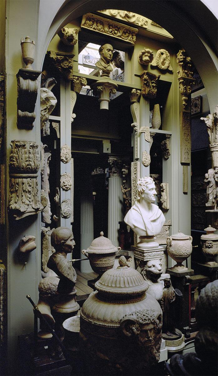 Dome Area, im Zentrum eine 1828 von Sir Francis Chantrey angefertigte Marmorbüste von Sir John Soane.