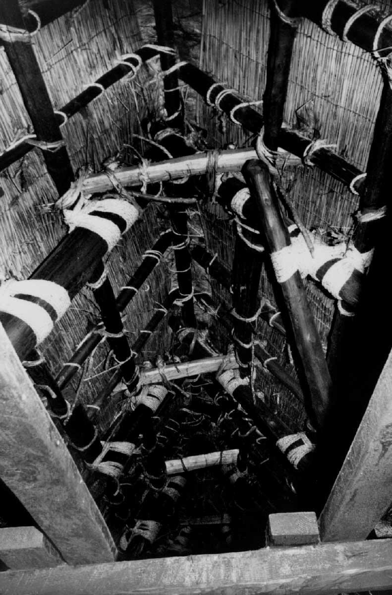 Dachraum eines Bauernhauses in der Präfektur Gifu, Japan (ca. 1935). Bild: AdK Berlin, Bruno-Taut-Sammlung. Fotograf unbekannt