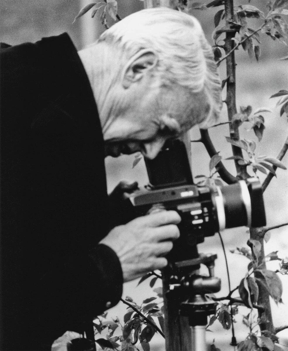 Werner Blaser mit seiner Kamera.