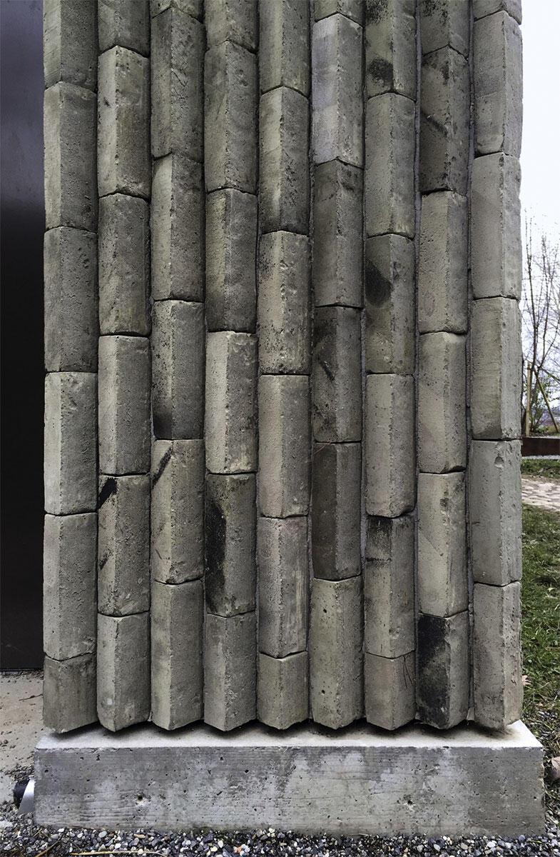 Erdenschwer und doch mit Leichtigkeit: Das Spiel mit Anforderungen schafft tektonische Möglichkeiten wie hier im Schulhaus Kopfholz in Adliswil.