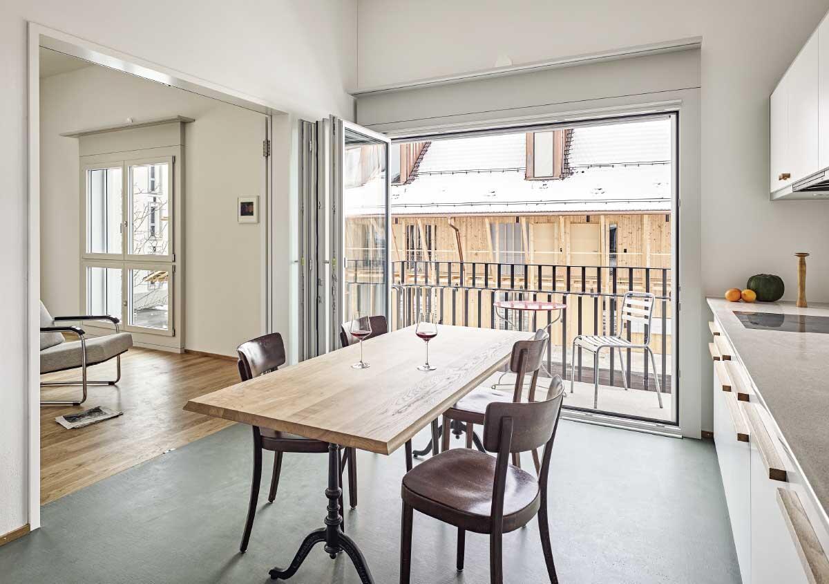 Die Siedlung bietet eine grosse Vielfalt an Wohnungstypen vom räumlichen Luxus des Reihenhauses bis zur Dachwohnung mit hohen Gauben. Bild: Roger Frei