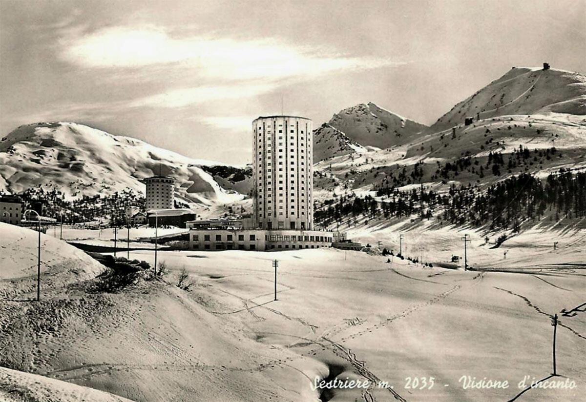 Zwei Rundtürme als Ferienkolonie in Sistiere von Vittorio Bonadé Bottino, 1931–1936.