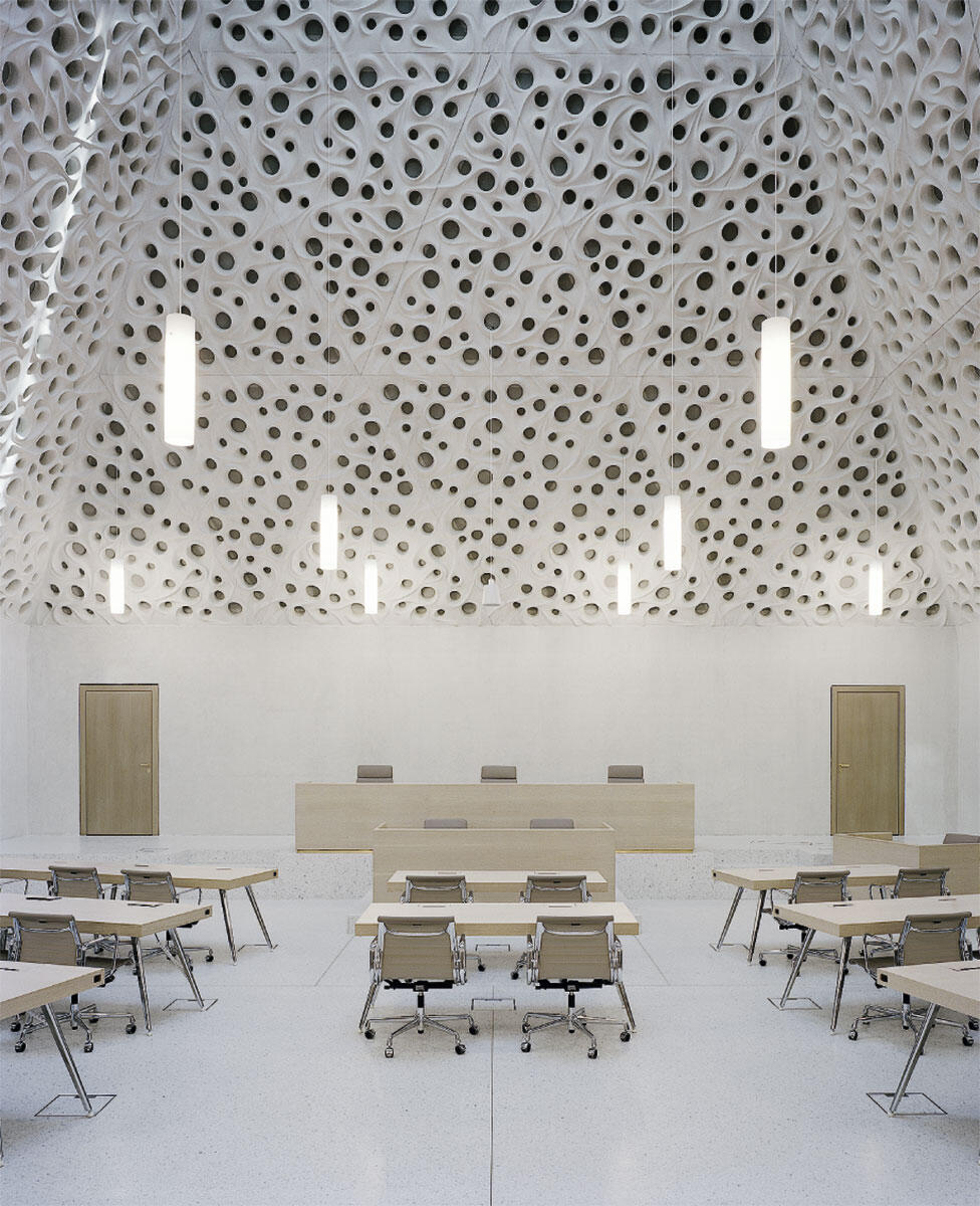 Der grosse Saal mit dem «Pfauenaugen»-Ornament von Gramazio Kohler.