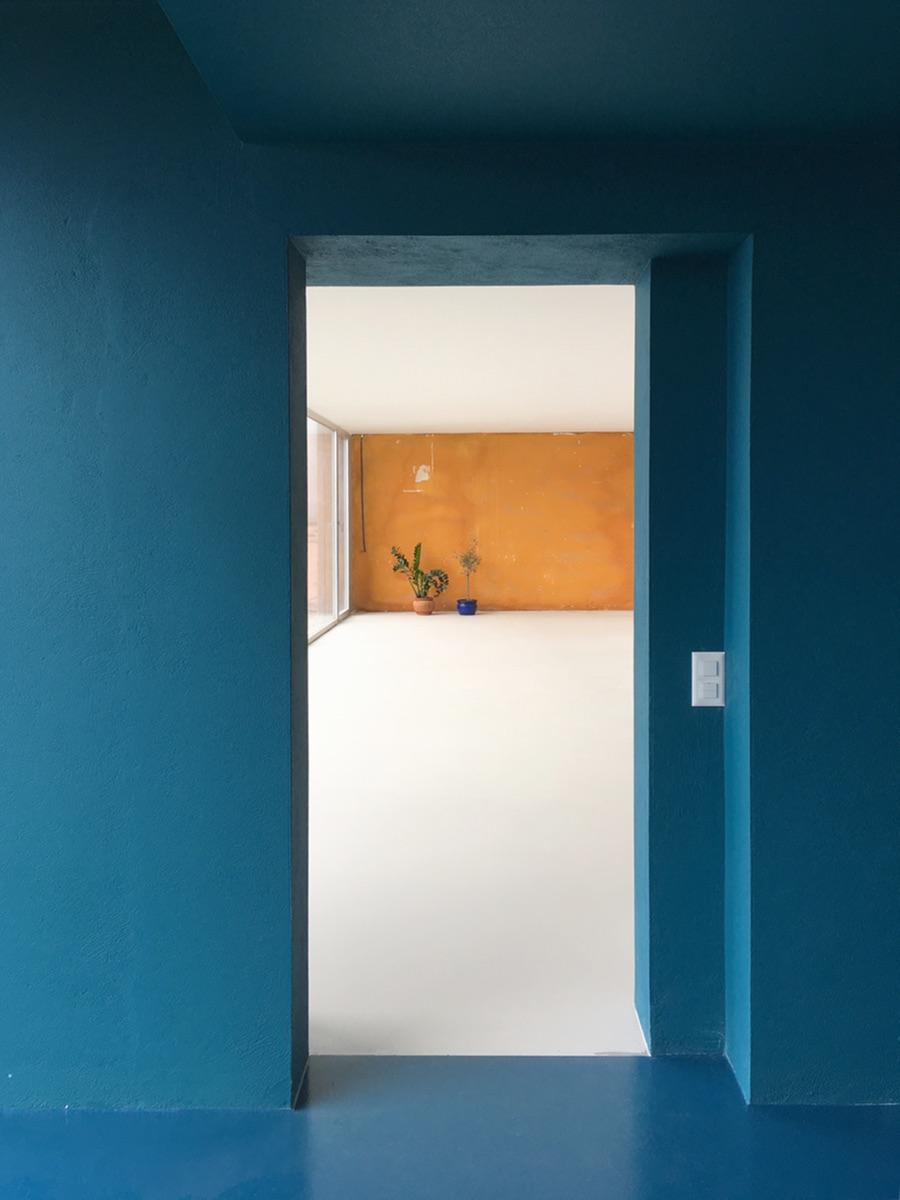 Das Studiolo ist innen wie aussen blau gehalten.