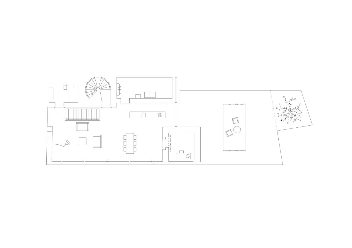 Das Wohngeschoss bietet eine längsgestreckte Raumfolge, gegliedert durch das Studiolo.
