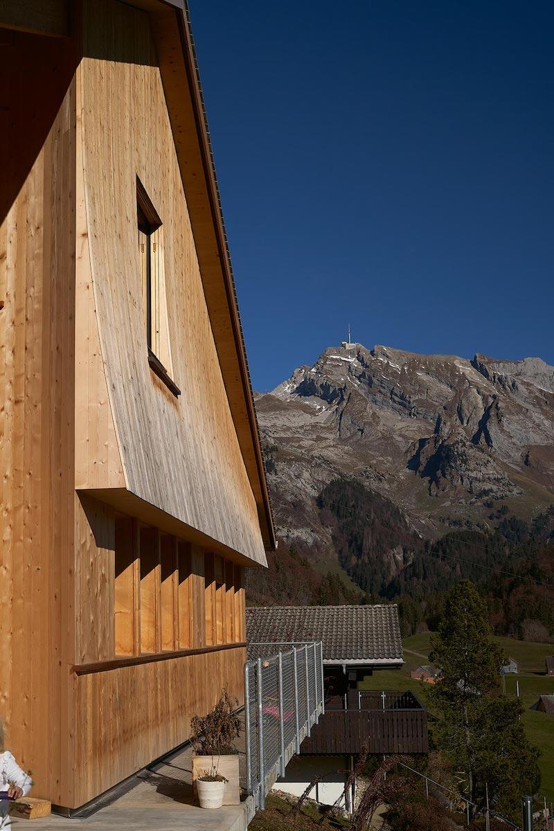 Abwurfdach für Holz- und Fensterschutz und Ausdruck