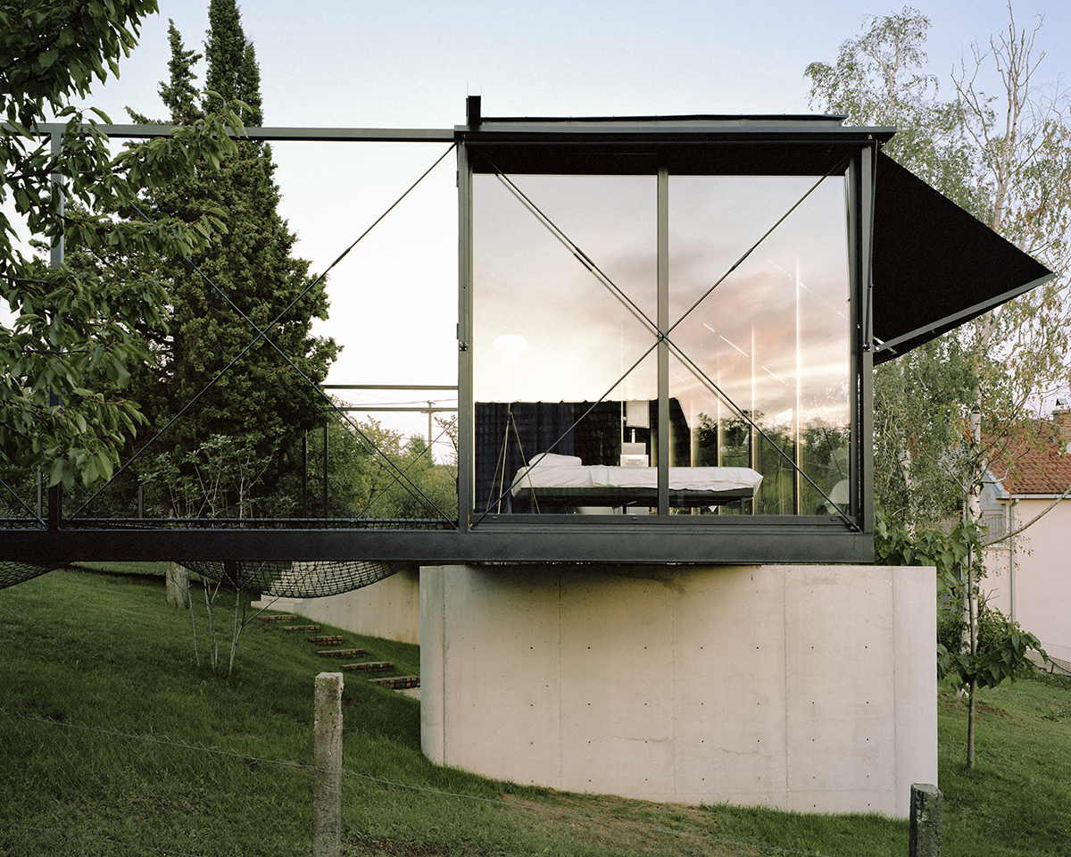Steel frame and concrete supports, Picture: Maxime Delvaux