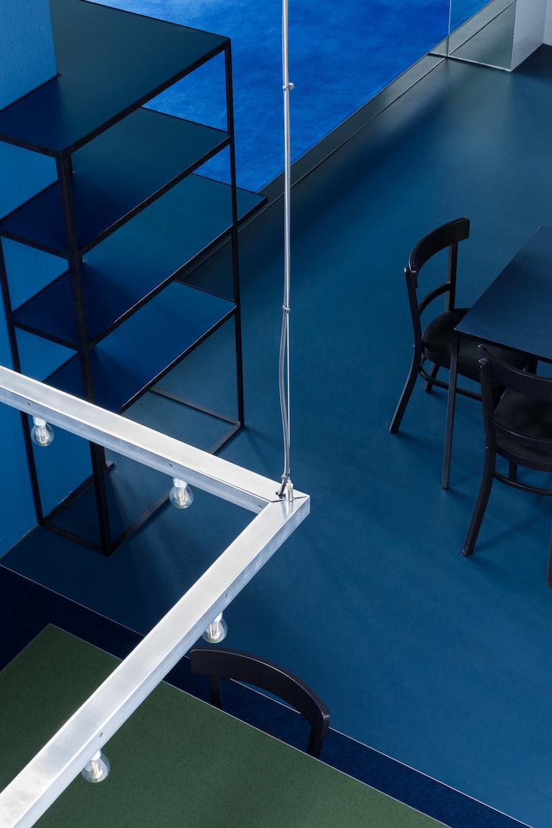 Unterschiedliche Tischformen, teils mit speziellen Belägen, fördern das Spiel.