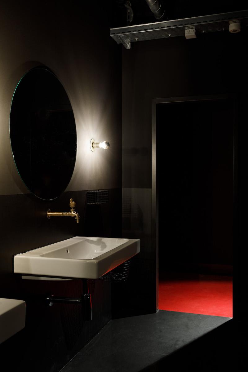 Im Keller ist die «Spielhölle» mit rotem Teppich ausstaffiert.