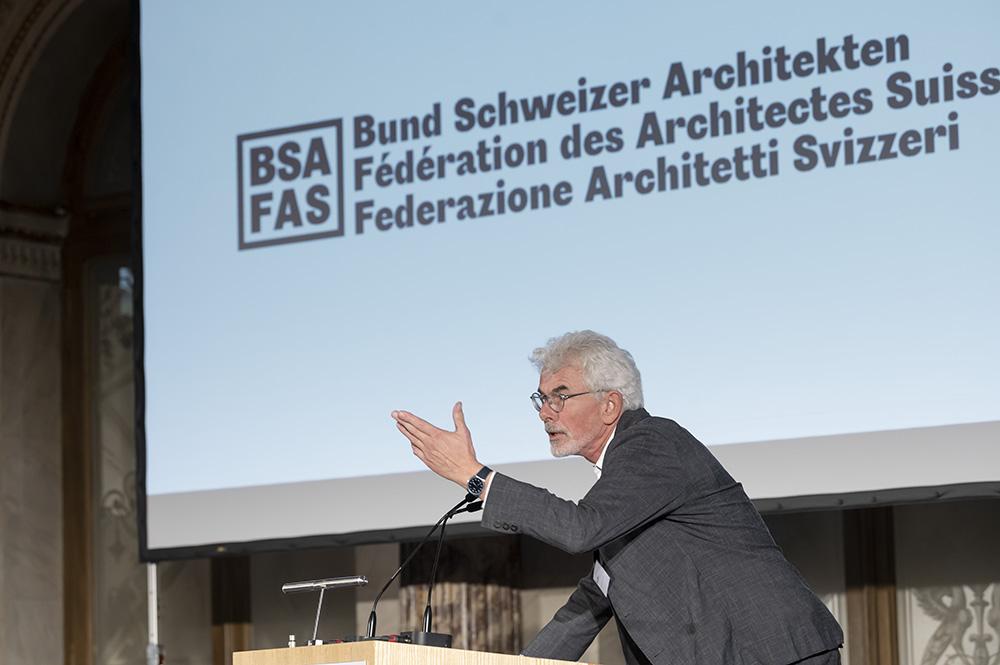 Daniel Kurz, Chefredaktor werk, bauen + wohnen, eröffnet die BSA-Tagung 2021.