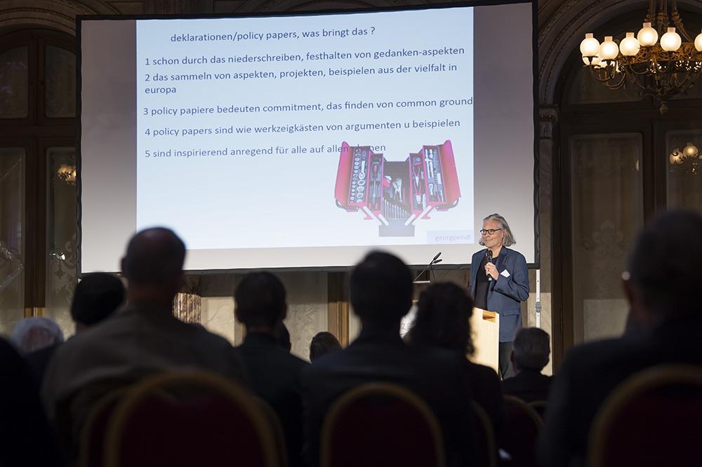 Georg Pendl, Architekt aus Innsbruck und Präsident des Architect's Council of Europe, brachte die europäische Perspektive ein.