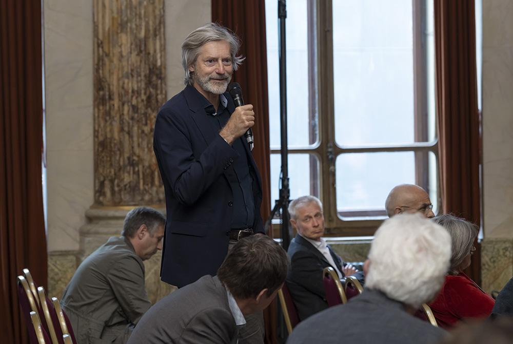 Jarl Olesen, Leiter Planung und Bau der Stadt Baden, meldet sich aus dem Publikum.