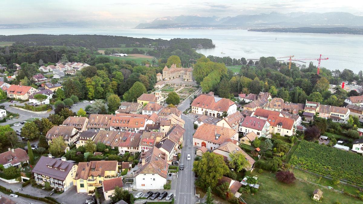 Prangins verzichtete auf Einzonungen. Die Gemeinde schont ihre Landwirtschaftsflächen und will ihr wertvolles Ortsbild samt Barockschloss mit seinen Freiräumen und Parkanlagen erhalten.